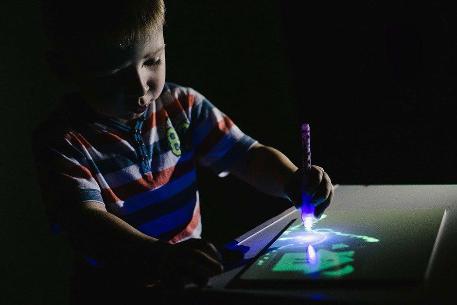 Детский набор для рисования в темноте - Рисуй светом в Королёве